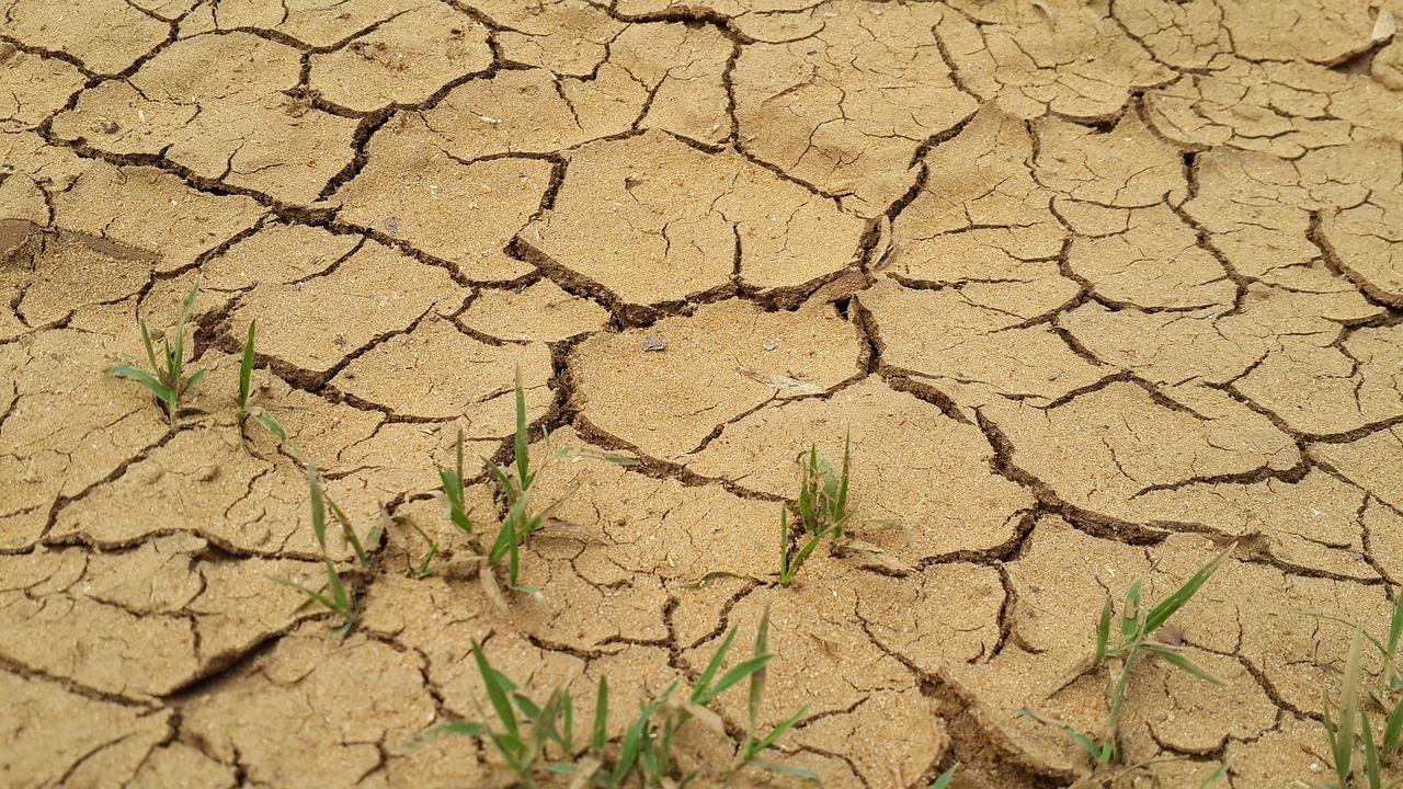 Gravel-Dirt-Drought-Dry-Ground-Environment-2179897